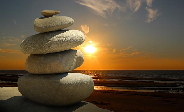 zen kameny u moře