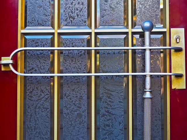 vchodové skleněné dveře