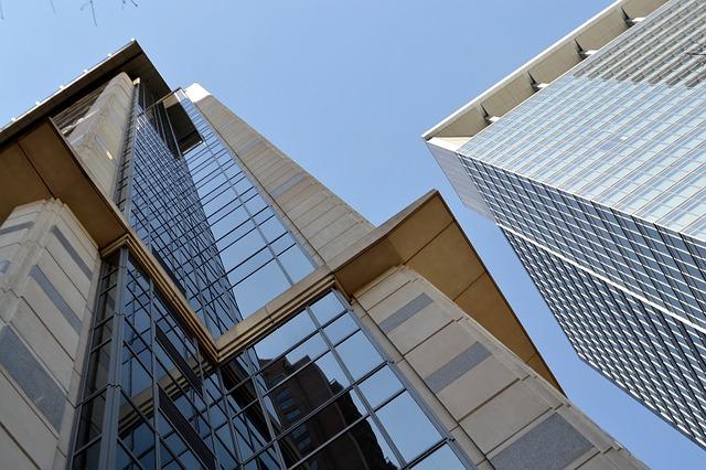 prosklené mrakodrapy