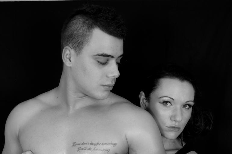 Muž a žena, pár, čiernobiele, milenci