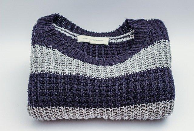 modrý sveter.jpg