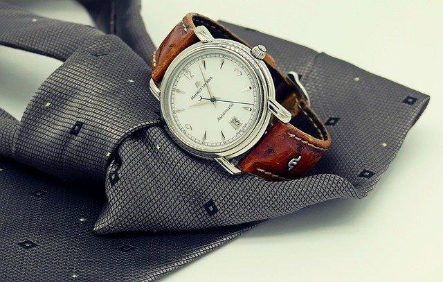 Kravata, hodinky