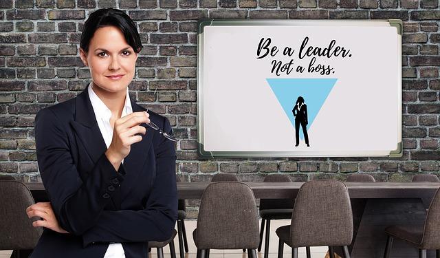 Žena v saku v kancelárii